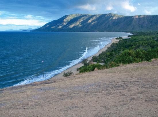 Coast between Cairns and Port Douglas